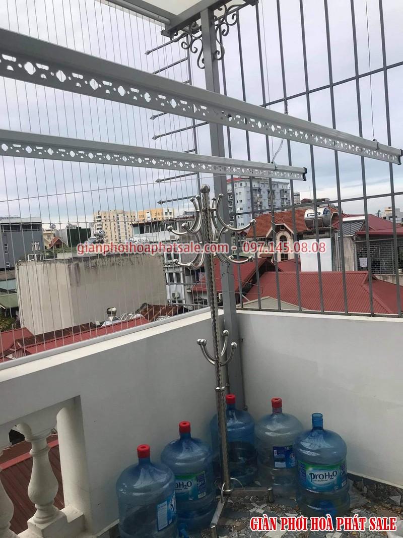 Hình ảnh lắp giàn phơi Hòa Phát tại ban công trần mái kính nhà anh Du - 02