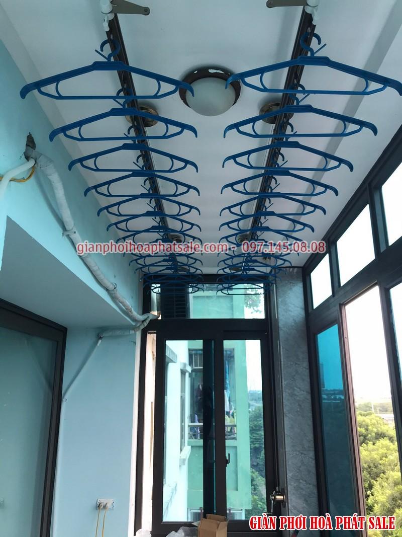 Hình ảnh giàn phơi Hòa Phát KS980 lắp tại ban công chung cư nơ 23 Pháp Vân nhà chị Tiên
