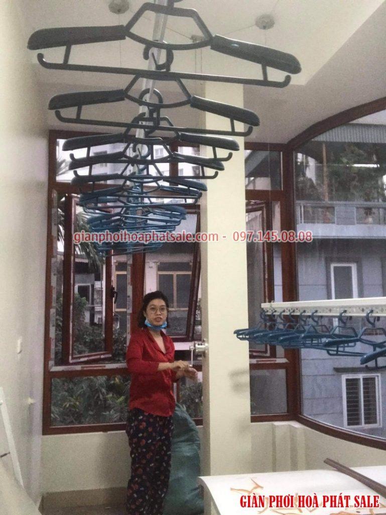 Lắp giàn phơi Hai Bà Trưng nhà chị Huệ, ngõ 302 Minh Khai bộ Hòa Phát Hp701 - 06