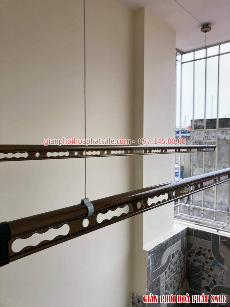 Lắp giàn phơi Long Biên: 2 bộ Hòa Phát H006 mẫu mới 2021 tại nhà chị Liên - 02