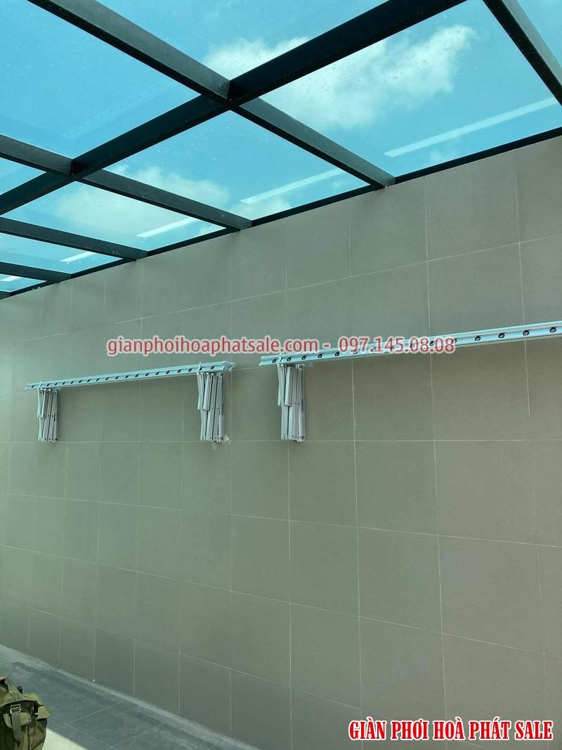 Các thanh phơi được gập gọn vào tường khi không sử dụng