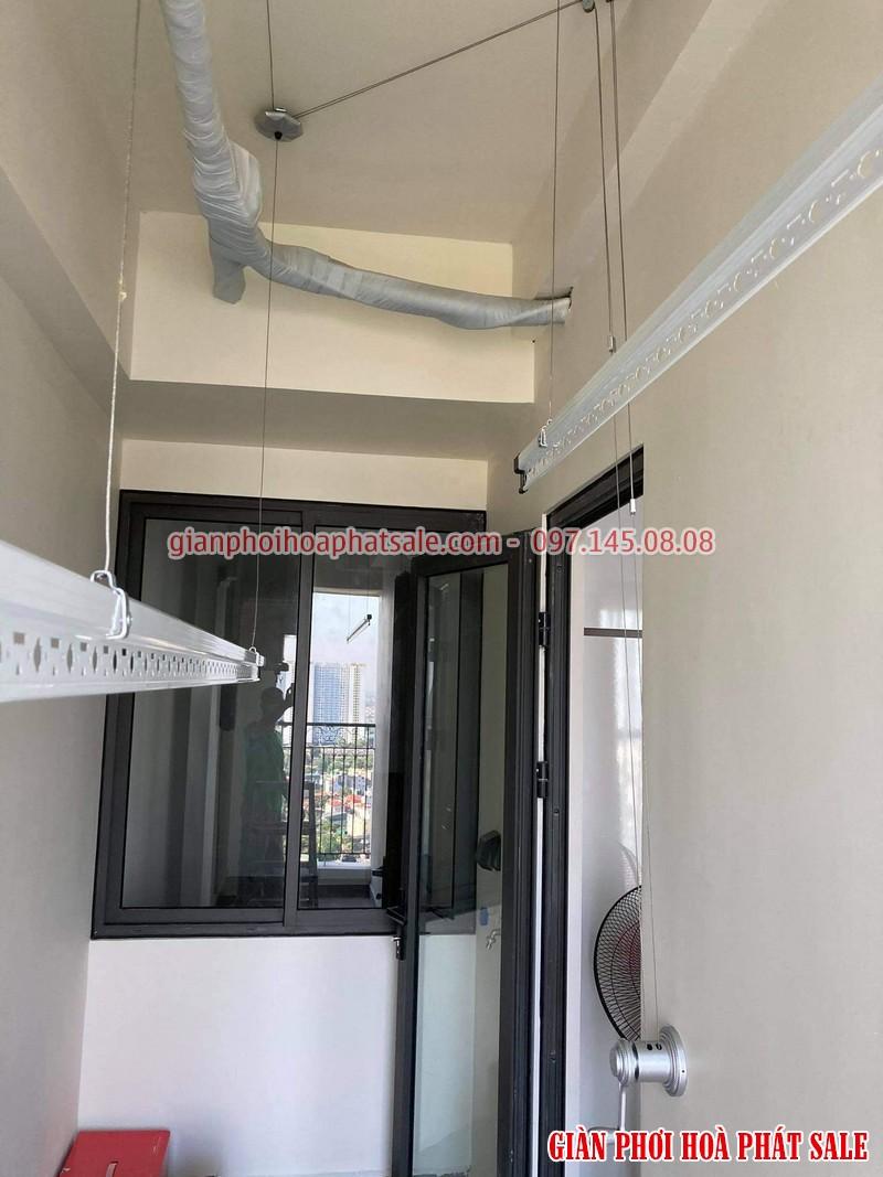 Đây là hình ảnh giàn phơi Hòa Phát KS950 lắp thực tế tại logia chung cư