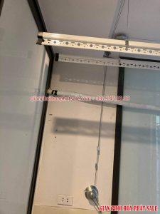 Bộ tời giàn phơi Hòa Phát HP701 có thiết kế trơn, bề mặt mạ inox