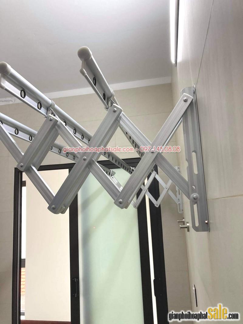 giàn phơi thông minh gắn tường có thiết kế cực kỳ đơn giản - Ảnh thực tế tại nhà anh Tài